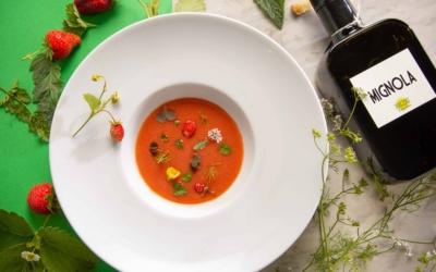 Zuppetta di fragole e pomodoro con Olio Extravergine di Oliva Mignola